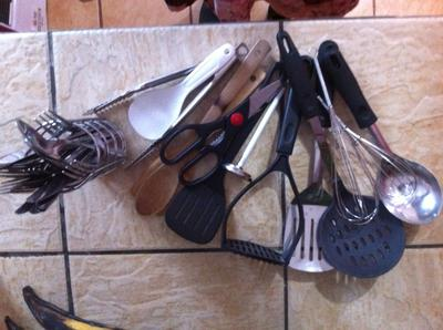 Assorted utensils